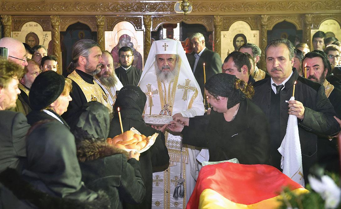 Patriarhul României, în mijlocul familiilor îndoliate în urma incendiului de la Clubul Colectiv