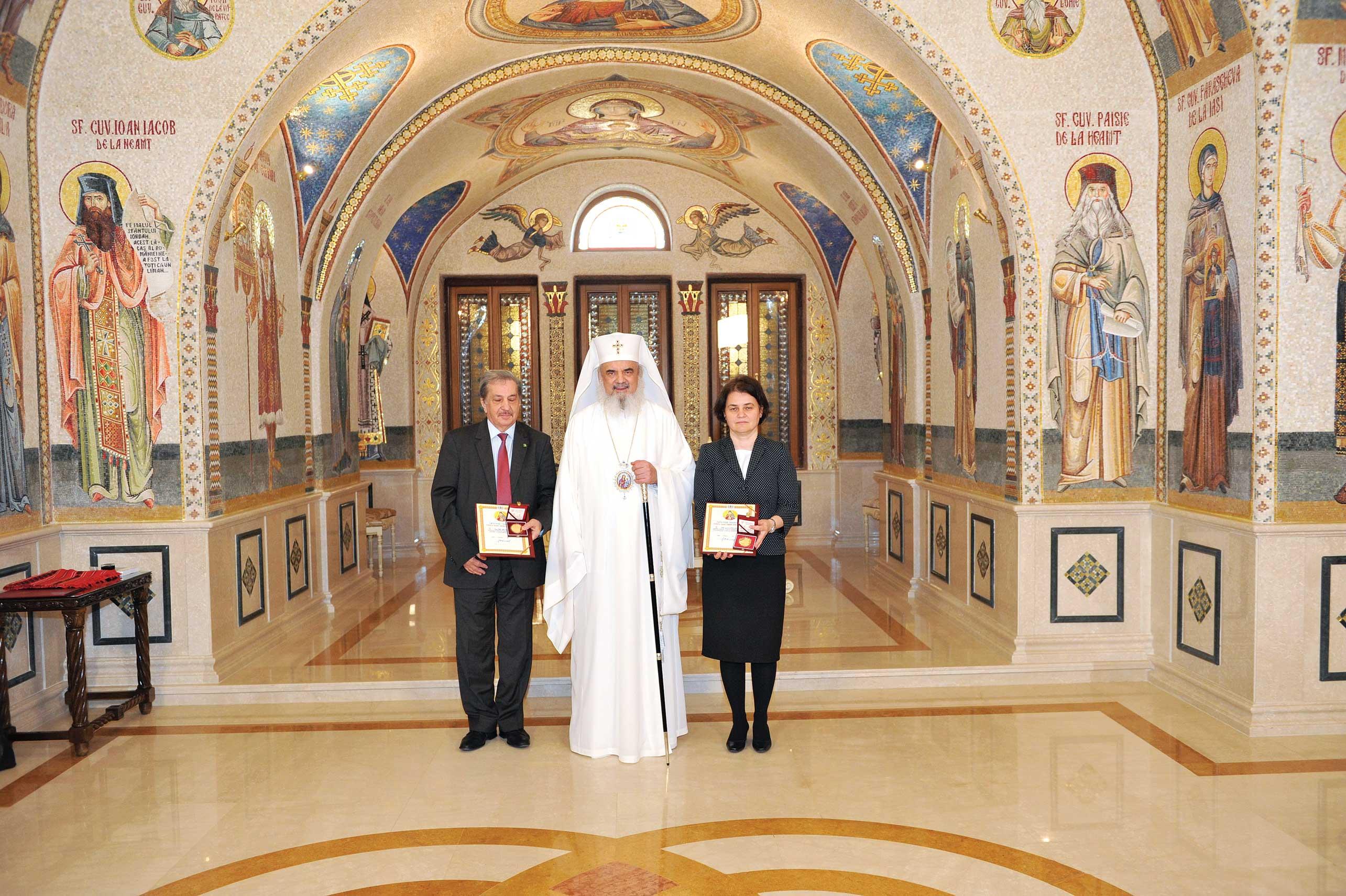 Distincții bisericești oferite de Patriarhul României pentru cooperare în educație