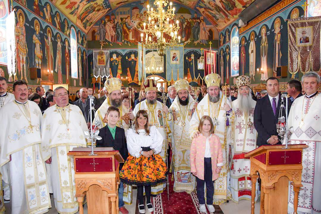 Sfințirea Bisericii Ortodoxe Române din Apateu