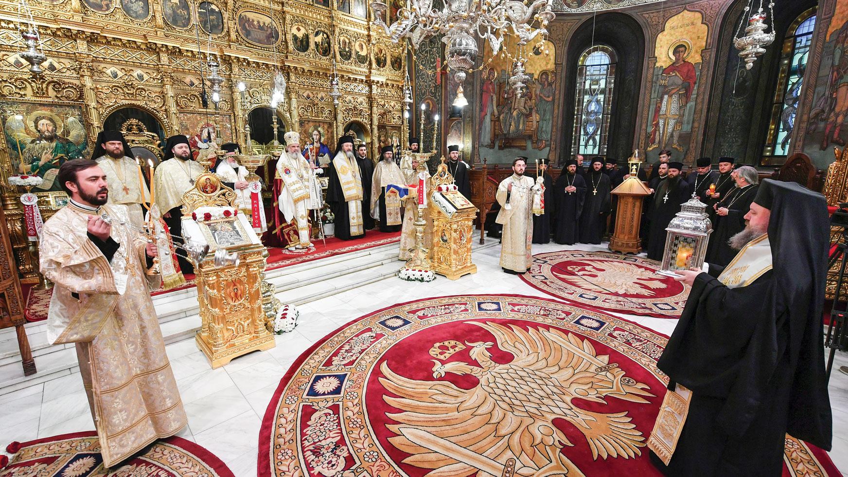 Sfânta Lumină de la Ierusalim adusă în România